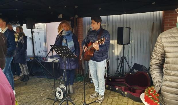 Esther en Ruben zongen liederen als Silent Night en Mag ik dan bij jou Irene van Valen © BDU media