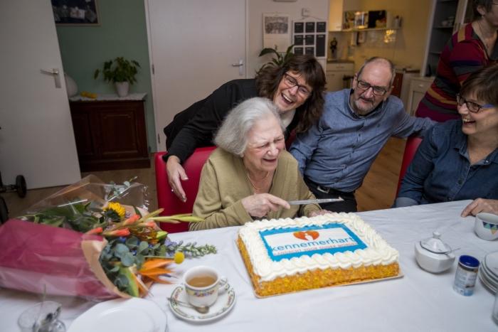 De eerste bewoonster van Kennemerhart verhuisde 2 januari 2018 naar het Anton Pieckhofje. Daardoor was mevrouw officieel de eerste bewoner van Kennemerhart.