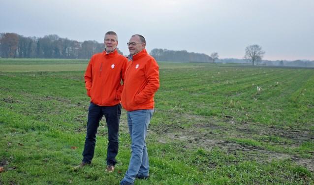 Herenboeren Frank van Geffen en Kees Rezelman (rechts) op de Soester Engh. Grond genoeg voor akkerbouw en veeteelt, maar waar is geschikte grond (20 hectare) beschikbaar?