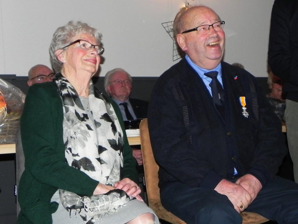 Een grapje van onze burgemeester doet mijnheer en mevrouw De Wit in lachen uitbarsten.  Richard Thoolen © BDU media