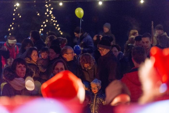 Het publiek luistert aandachtig naar een zangkoor Annelies Barendrecht © BDU Media