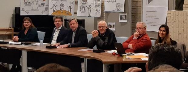 Bezwaarmakers tijdens de zitting tegen het koelhuis van Vernooij