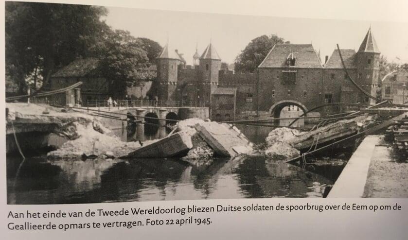 Aan de hand van (soms unieke) kaarten, prenten, foto's en dergelijke, wordt de geschiedenis van de stad gereconstrueerd. (foto overgenomen uit Historische Atlas)