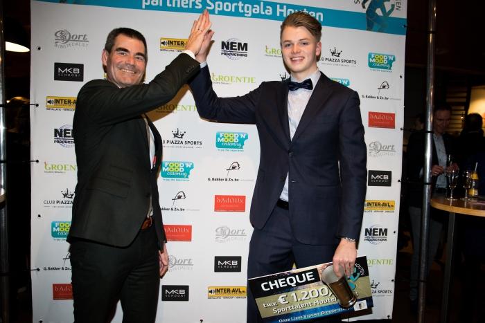 Sporttalent 2018 Rik Damen  met burgemeester Wouter de Jong