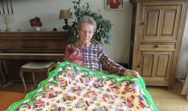 Zwanie Meijer toont één van haar werken