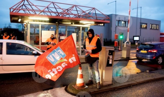 Protest bij de toegangspoorten van Tata Steel