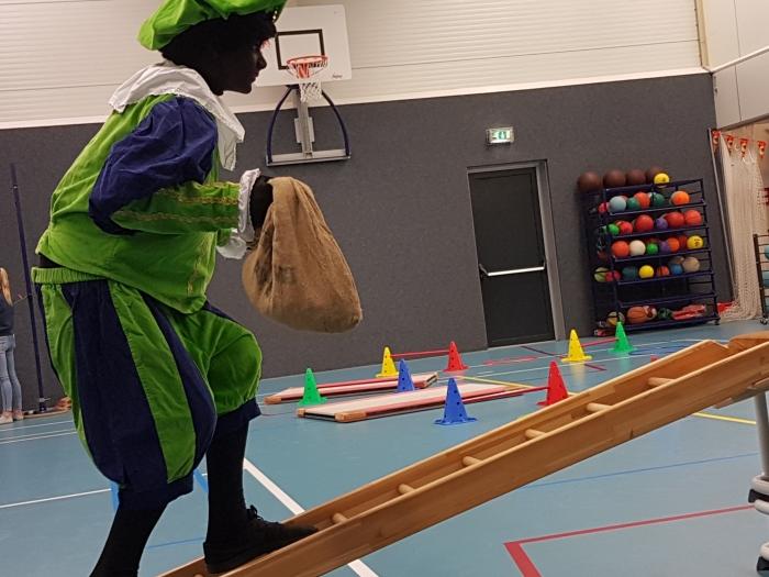 Piet beklimt 'het dak' Joke van Grootveld © BDU media