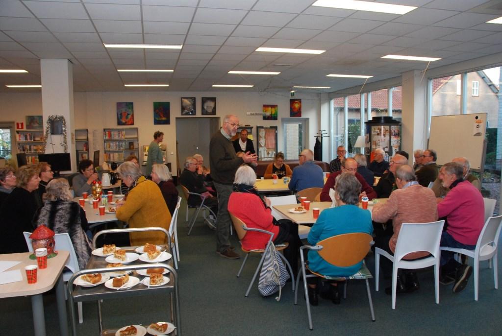 SWO-voorzitter Henk van Hoevelaken spreekt de vrijwilligers toe. Adriaan Hosang  © BDU media