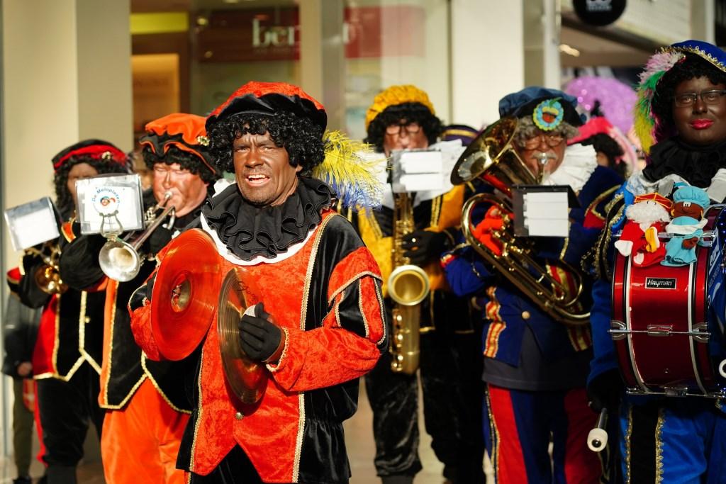 De Pietenband maakt een rondje door het Stadshart.  Naomi Heidinga © BDU media
