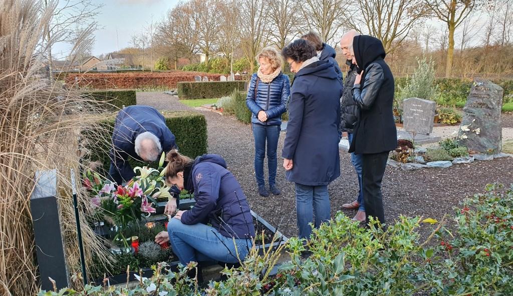 Op verschillende plekken stonden mensen stil bij hun geliefden Irene van Valen © BDU media