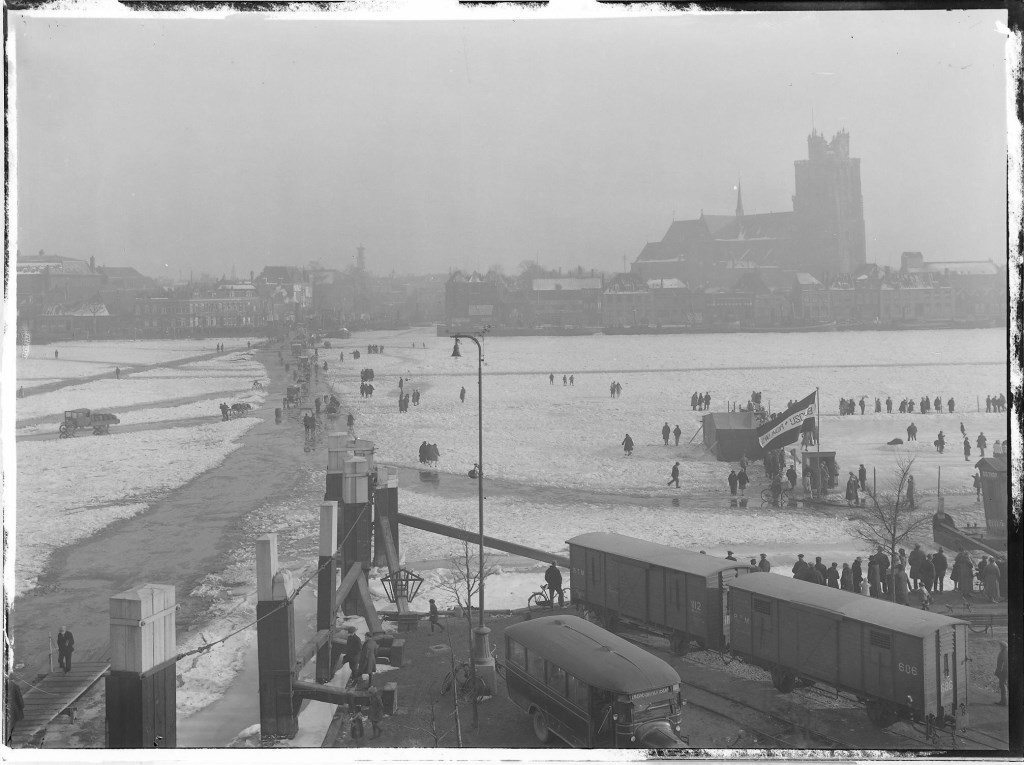 De dichtgevroren Oude Maas in 1929.  Regionaal Archief Dordrecht © BDU media