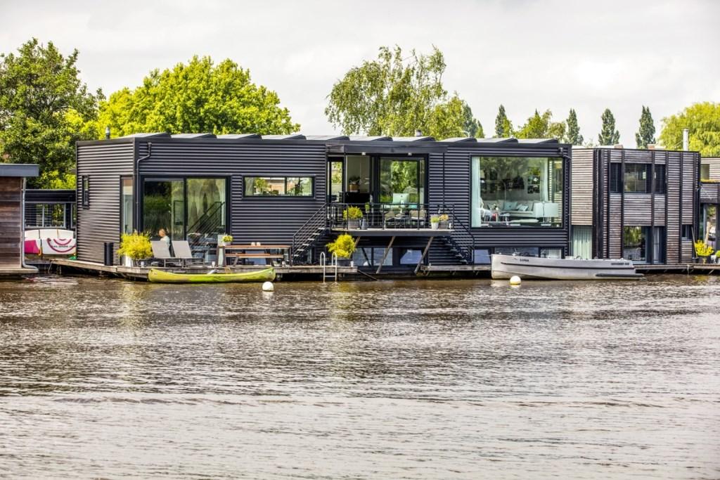 De woonboot in Ouderkerk waar het gezin tot voor kort woonde.  Rene Bouwman © BDU media