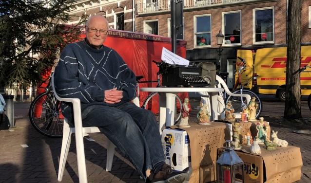 Pieter Groenveld heeft een deel van de inventaris van De Stille Kerk - gevestigd in Randenbroek - naar de Varkensmarkt verhuisd.