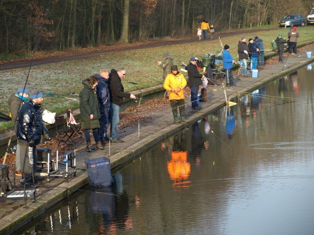 Maar liefst 140 enthousiaste vissers waren in de weer voor KIKA. Gerrit Steen © BDU Media