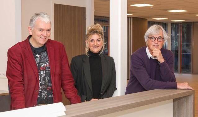 Roel Zuidhof (directeur Bibliotheken Nijkerk), Jan Blonk (HSN, bouwheer) en Mieke van de Bunt (locatiemanager).