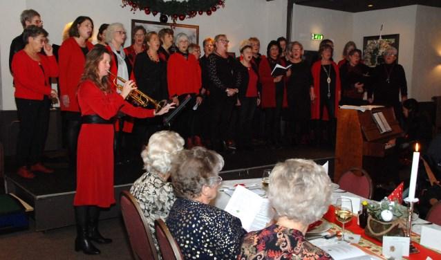 Optreden vrouwenkoor V'Allure bij de SWO kerstviering in Boschzicht.