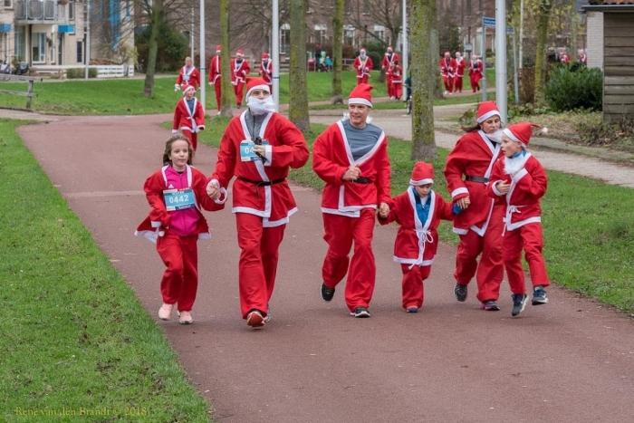 Kerstmannen  in actie voor het goede doel