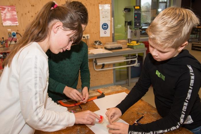 Leerlingen bezig bij Junior Fontanus.