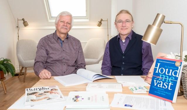 Rien Fidder (l) en Gert-Jan Brandenburg willen stellen in zwaar weer helpen om de verbinding terug te vinden.