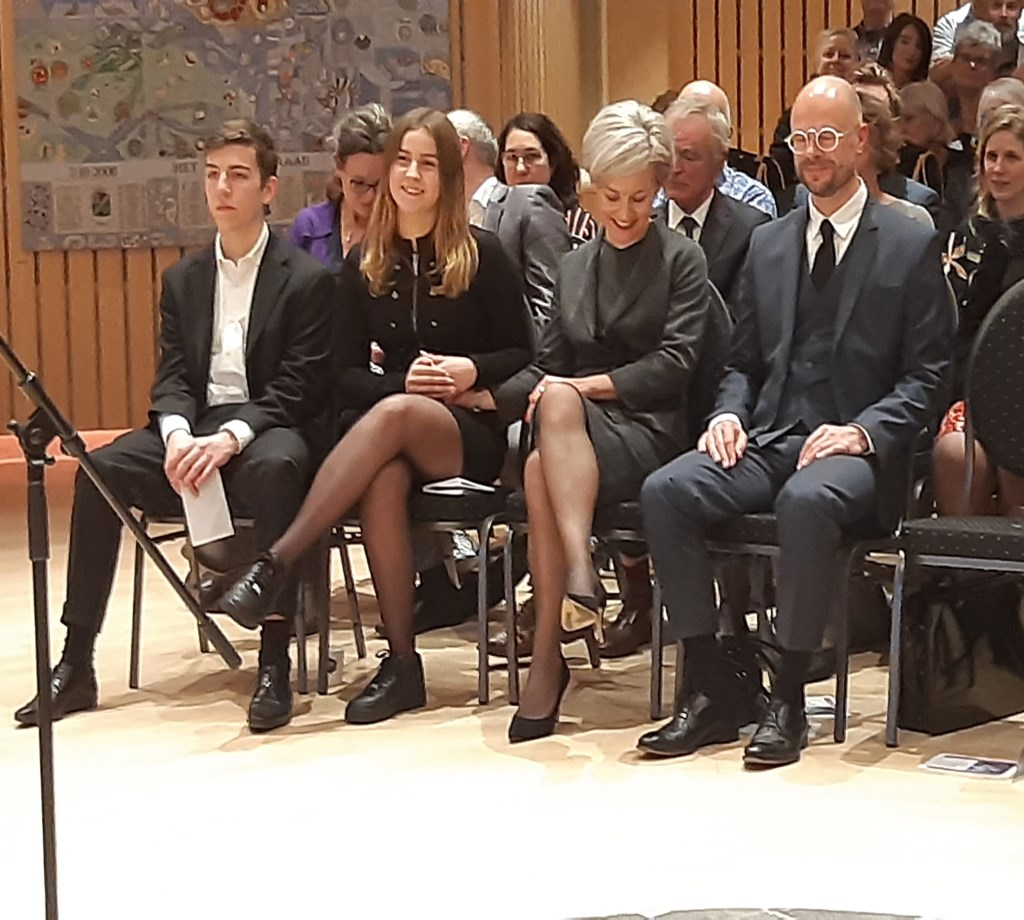 Het gezin van Iris Meerts, met rechts partner Marijn en links dochter Biret en zoon Abel Kuun Jenniskens © BDU media