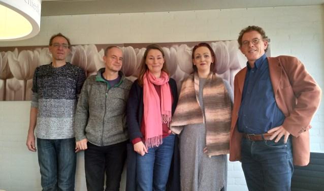 Het bestuur van Stichting Blijdragen: Mathijs Varkevisser, Mike van Kuik, Birgitte Paffen, Dani van Raaphorst en Bart van Ginneken