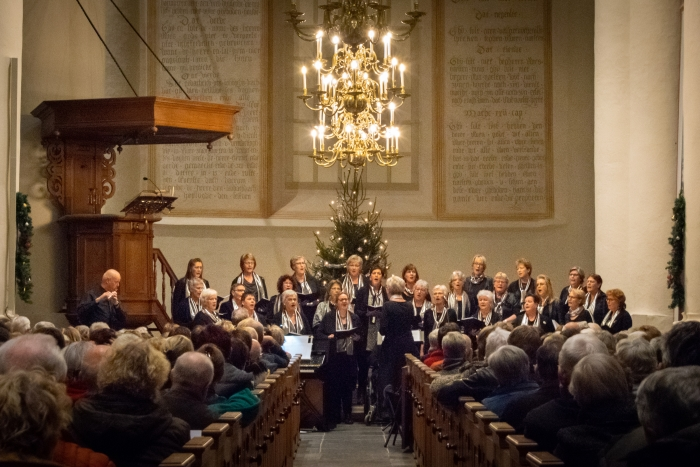 Vrouwenkoor Eigen Wijs zingt met Kerst