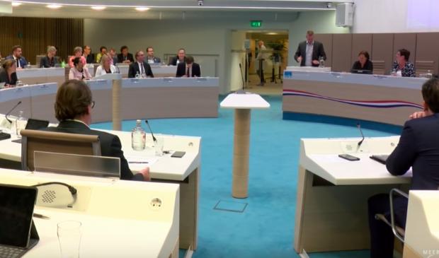 <p>Beeld van een raadsvergadering in het Edese gemeentehuis.</p>