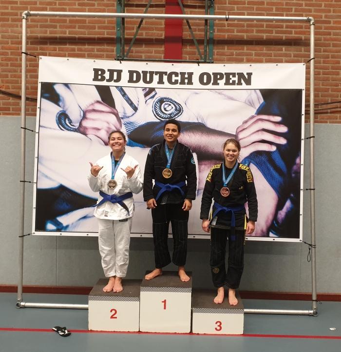 Djoeke Bouwmans (Rechts) 3de op de Dutch Open BJJ 2019 Sportschool Herbert © BDU Media