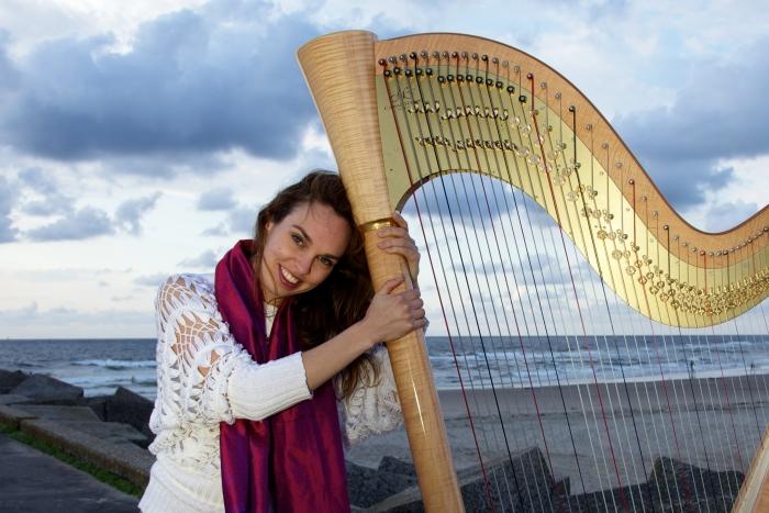 Harpiste Annemieke IJzerman