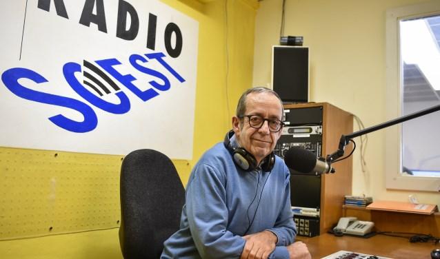Jean Heijl neemt begin volgend jaar weer plaats achter de microfoon in de studio van Radio Soest. Hij ziet de toekomst met vertrouwen en positief tegemoet.