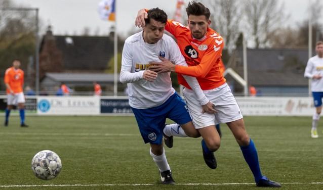 Jordi Smulders namens Arkel in duel met Patrick Zwart van Altena.