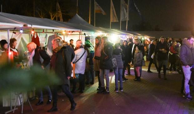 <p>In 2019 liep het publiek rijendik langs de kramen in Nijkerkerveen.</p>