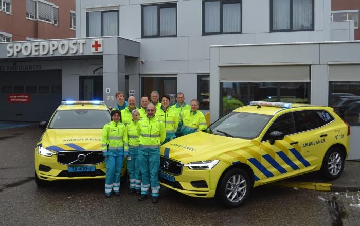 Alle chauffeurs met de twee nieuwe dienstauto's van Huisartsenpost Gelderse Vallei