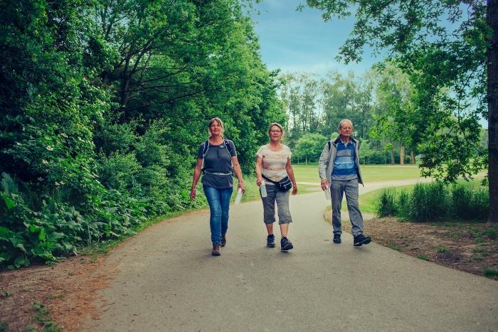 Deelnemers wandelen wekelijks in Hoofddorp