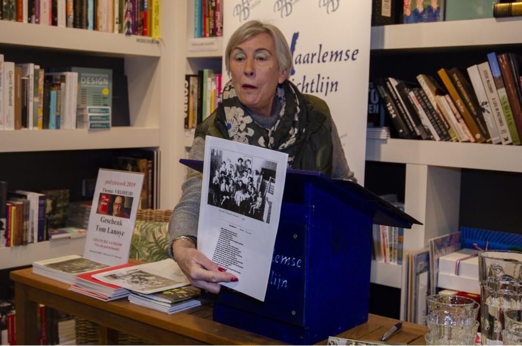 Loes Jonker draagt een gedicht voor over Anne Frank Ellen Toledo © BDU media