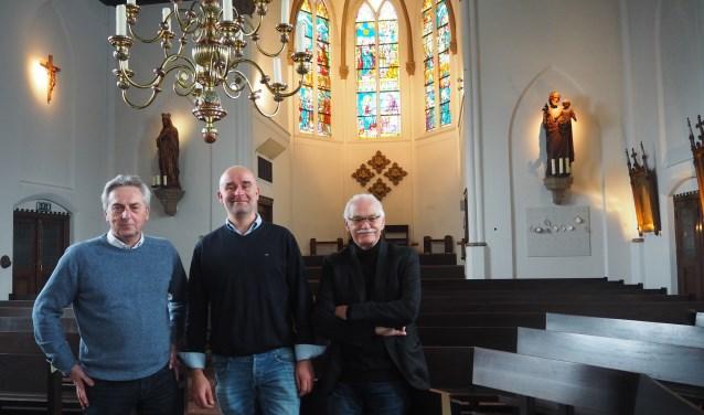 Albert Dragt, Coert van den Berg en Wim van Dijk (v.l.n.r.) op de locatie waar op 5 april de Johannes Passion uitgevoerd wordt.