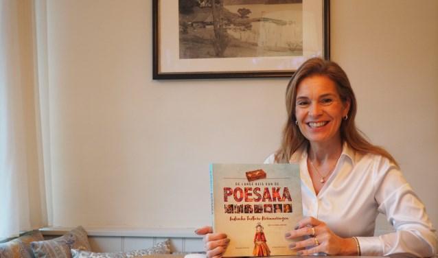 Simone Berger presenteert haar tweede boek Poesaka: met veel nog niet vertelde Indische verhalen.