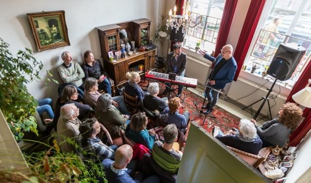 Tientallen huiskamers in Soest veranderen zondagmiddag in theater- en concertzaaltjes.