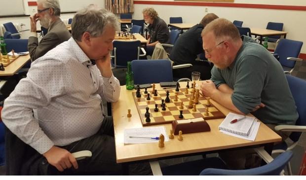 ?Martin Markering (links) dolf het onderspit tegen Teunis Bunt.