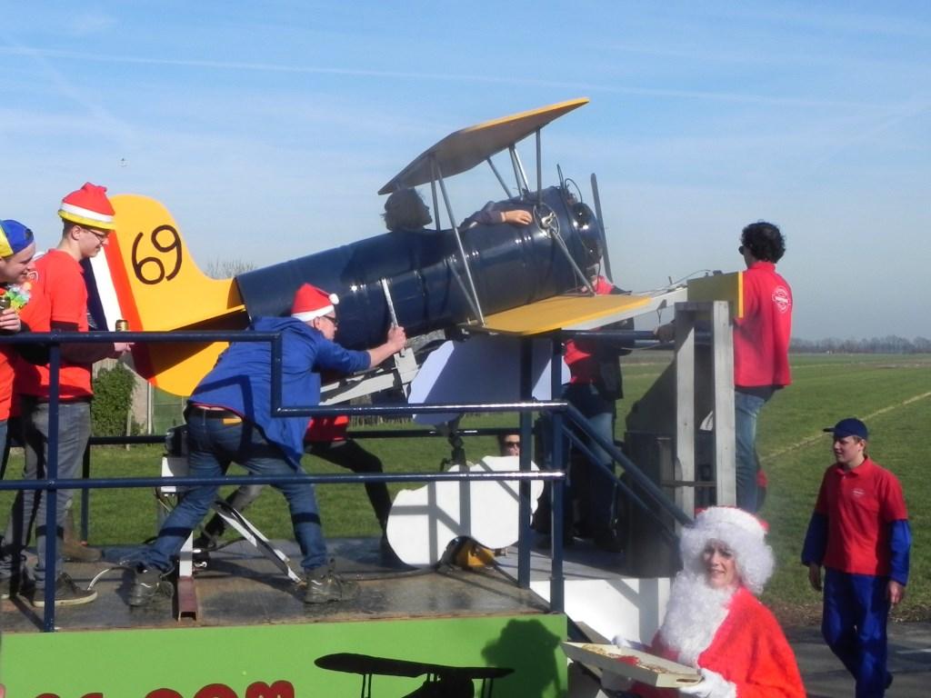 Het vliegtuig van stichting Dorpedag. Richard Thoolen © BDU media