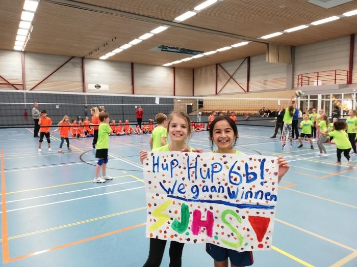 Veel positiviteit tijdens de volleybaltoernooien voor groep 4, 5 en 6 in de Bindelwijk Stichting Coherente  © BDU media