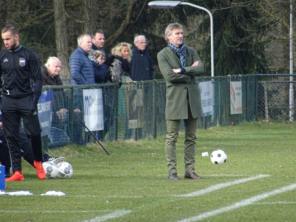 Bij Duno heeft men na een reeks teleurstellende resultaten afscheid genomen van trainer Lodewijk de Kruif .