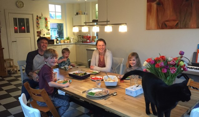 Toen Moniek tien jaar geleden de diagnose coeliakie kreeg, riep ze uit: 'Dat kan helemaal niet, want ik eet al mijn hele leven brood.' Niels is thuis het 'buitenbeentje' dat wel gluten mag.