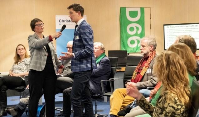 Marcel Steeman in actie tijdens het debat.