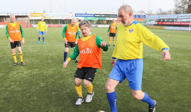 SV Huizen en Blauw Geel'55 uit Ede gaven een demonstratie Walking Football.