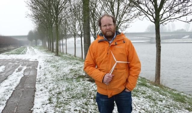 Ruben Berendts, initiatiefnemer Windpark Goyerbrug, op de locatie van de vier turbines. (archief febr. 2019)