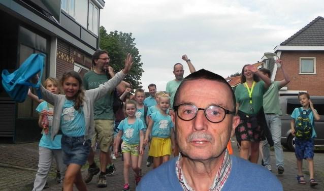 Willem Mol is verkeersregelaar en zorgt er voor dat de kinderen veilig en onbezorgd kunnen meedoen aan de avondvierdaagse.