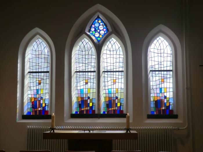 De bijzondere glas in lood ramen in de kapel n.v.t. © BDU media