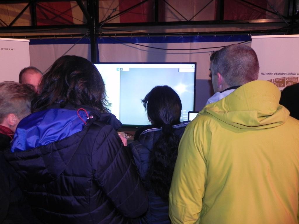 Veel bewoners wilden de simulatie vanuit hun woonadres bekijken. Richard Thoolen © BDU media