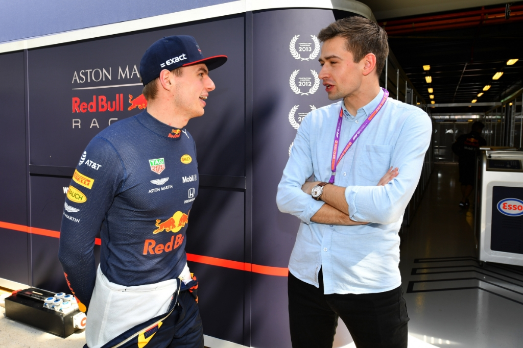 Max Verstappen en Erik van Haren in 2019 in gesprek. Peter van Egmond © BDU media